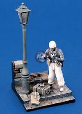 Verlinden 1/35 German Fallschirmjäger (Paratrooper) WWII Vignette with Base 1288