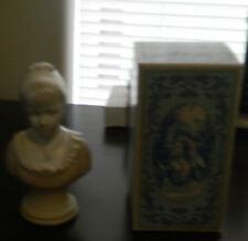 Vintage Avon 18Th Century Classic Figurine -Full In Original Box