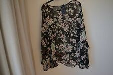 NEW  MARKS AND SPENCER LADIES FLORAL BLOUSE / SHIRT  SIZE 24