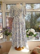 STUNNING VINTAGE *LAURA ASHLEY* BLUE & WHITE FLORAL LACE NECKLINE DRESS Sz 8