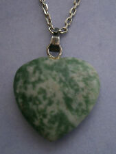 NT280) HEART GREEN AGATE STONE PENDANT NECKLACE WITH SILVER TONE CHAIN