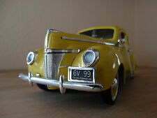 Ford Deluxe Coupe 1940  gelb 1:18 von  Motormax