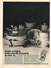 PUBLICITE ADVERTISING 044  1973  LE LAVE VAISSELLE fera partie de votre vie...