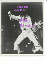 ELVIS PRESLEY REHEARSING TTWII FILMING AUGUST 1970 LAS VEGAS 8X10 PHOTO CANDID