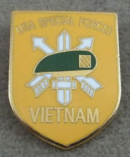 US Army Special Forces Vietnam Pin  / Clutchback