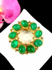 STUNNING WEISS GOLD-TONE EMERALD GREEN GRIPOIX GLASS CABOCHON WREATH BROOCH PIN