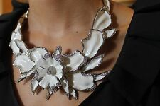 OSCAR DE LA RENTA SIGNED HAUTE COUTURE WHITE ORCHID NECKLACE Retails $895
