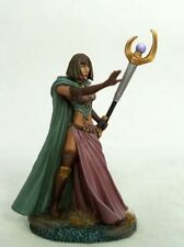 DARK SWORD MINIATURES - DSM7436 Female Mage II