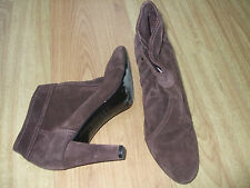 BODEN SUEDE HEELED ANKLE  BOOTS SIZE ==SIZE 42==8