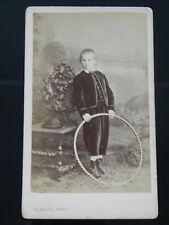 Photo cdv CHARLES Bordeaux Enfant Garçon en costume avec cerceau toy