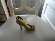gold sparkle shoe ring holder