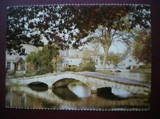 POSTCARD WORCESTERSHIRE BOURTON ON THE WATER - VIEW OVER BRIDGE