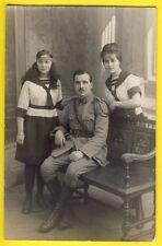 cpa Carte Photo vers 1910 MILITAIRE SERGENT du 32ème Régiment et ses 2 Filles ?