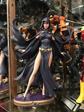 DC COMICS COVER GIRLS RAVEN STATUE