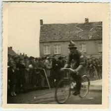 PHOTO ANCIENNE - VÉLO COURSE MINEUR CYCLISTE - BIKE RACE FUNNY -Vintage Snapshot