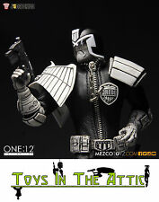 Mezco NYCC  Exclusive Black & White 2000ad Judge Dredd One:12 Figure