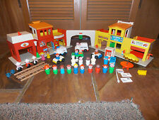 "Vtg FISHER PRICE Little People ""Play Family Village"" #997 W/Extras  (CLEAN)"