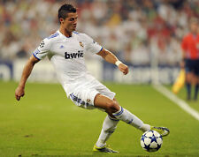 Cristiano Ronaldo UNSIGNED photo - F8 - Real Madrid/Manchester United footballer