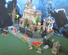 Curved  Corner  HALLOWEEN Grimsly Village DISPLAY platform base Dept 56 Lemax