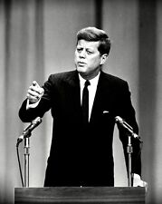 PRESIDENT JOHN F. KENNEDY DURING FIRST PRESS CONFERENCE - 8X10 PHOTO (AA-819)