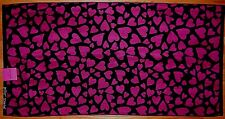 BETSEY JOHNSON 100% COTTON BATH TOWEL BLACK/FUSCHIA HEARTS NEW AUTHENTIC
