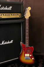Fender Japan Mini JAZZMASTER champ series Built in Amp 3Tone sunburst finish