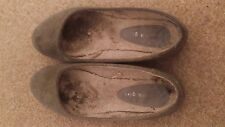 USED WELL WORN GREY BALLET FLATS