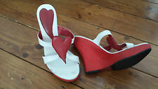 DESIGNER ROMEO GIGLI RED HEART QUIRKY VERY HIGH WEDGE WHITE LEATHER SANDAL 2 35