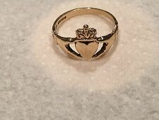 9 CARAT GOLD RETRO FRIENDSHIP RING HEART & HANDS C & H J 375 size P