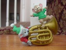 1996 Hallmark MICE Playing HORN Mouse A little Song & Dance Christmas Ornament w