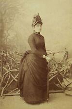 Photographie ancienne format cabinet femme robe faux-cul parapluie Fetzer Ragaz