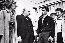 WW2 - Churchill félicite des jeunes Français ayant rejoint l'Angleterre