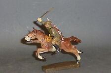 Alter Elastolin Soldat mit beweglichem Arm auf fliegendem Pferd 7cm
