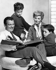 EARLY CAST PRINT FROM FAMILY SIT-COM 'LEAVE IT TO BEAVER' - 8X10 PHOTO (BB-265)