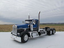 DCP 1/64 SCALE W900 KENWORTH DAY CAB BLUE & BLACK WITH SILVER STRIPE/LONG FRAME