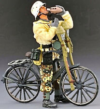 THOMAS GUNN WW2 GERMAN SS019A BIKE TANK HUNTER DRINKING WATER WINTER MIB