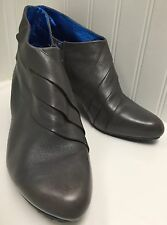 """Tsubo Women's Gray Leather Pleated 3"""" Heel Ankle Boots Size 9.5 Side Zip"""