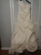 GORGEOUS Ivory Vera Wang Wedding Gown NWT (Size 12)