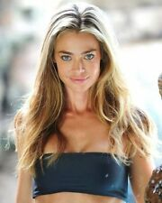 Denise Richards Look 8x10 Picture Celebrity Print