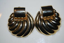 VINTAGE 1980'S COUTURE GOLD TONED METAL COLOR BOLD DOOR KNOCKERS CLIP EARRINGS