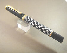 New Lacquer Checker Flag Fountain Pen with SMOOTH FINE nib  GORGEOUS