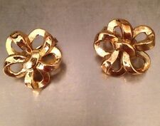 TRIFARI VINTAGE SIGNED ROUND BOW GOLD TONE CLIP EARRINGS .75""