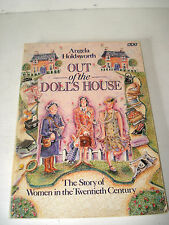 OUT OF THE DOLLS HOUSE. WOMEN IN THE 20th CENTURY. ANGELA HOLDSWORTH. BBC BOOK