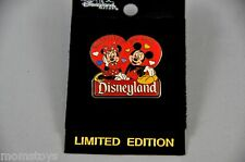 DISNEYLAND MICKEY AND MINNIE VALENTINE'S DAY 2001 PIN LIMITED EDITION 2400