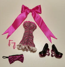 Monster High - Dawn Of The Dance Draculaura dress shoes and accessories