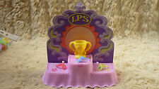 RARE 2005 LITTLEST PET SHOP LPS COMPETITION WINNERS STAND COMPLETE WITH TROPHY