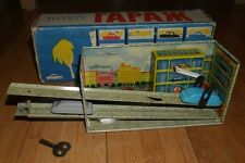 VINTAGE USSR 1960's TINPLATE CLOCKWORK TOY CAR GARAGE ORGINAL BOXED RUSSIAN