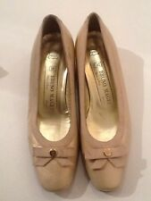 Vintage 1960s Bruno Magli Iridescent Cream Leather Court Shoes UK 3