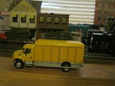 international HO BEVERAGE TRUCK GREAT DETAIL built YELLOW DELIVERY TRUCK1/87 gmc