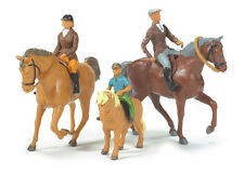 TOMY 40956 BRITAINS BIG FARM HORSES AND RIDERS 3 + BRAND NEW IN BOX
